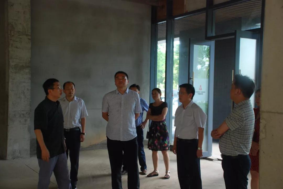 中国铁塔湖北省公司领导参观选定办公楼.jpg