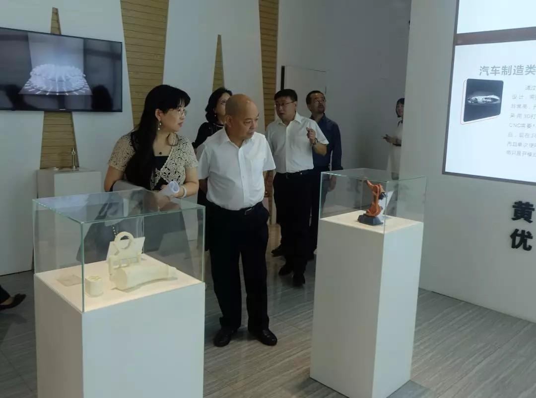 董事长一行参观黄冈光谷联合科技城企业展示区.jpg